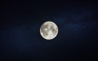 La lluna fotografiada amb un mòbil